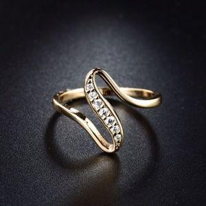 S Shape Crystal Unique Design Rhinestone Lady Ring